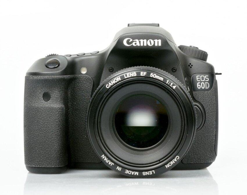 Canon กล้อง EOS 60D Body + KIT EF-S 18-135 mm F3.5-5.6 IS (Black) ...
