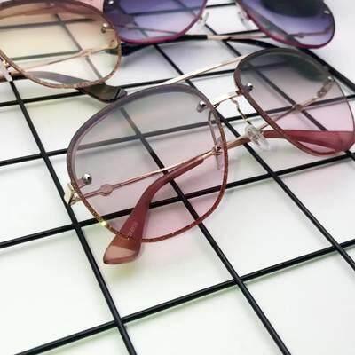 2018 Baru Pria dan Wanita Tanpa Batas Kacamata Hitam Lonjong Kotak Kepribadian Eropa dan Amerika Serikat Tembus Pandang Gradien Kacamata Hitam- internasional