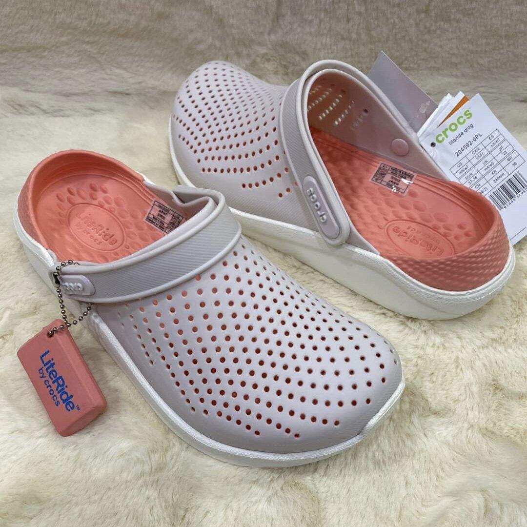 รองเท้าเเตะ Crocs Lite Ride ผลิตจากยางอย่างดี นิ่ม เบาไม่ลื่นใส่สะอาดเท้า