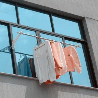 การอบแห้งชั้น windowsill เสาแขวนหน้าต่างกรอบหน้าต่าง