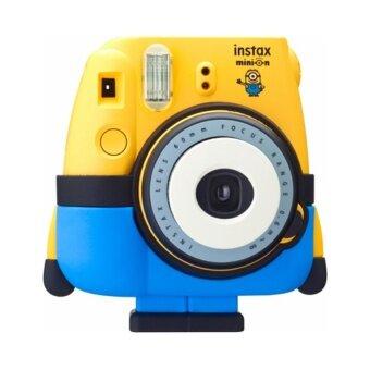 Fujifilm กล้องอินสแตนท์ รุ่น Mini 8 ลายมินเนียน มาพร้อมกางเกงขาตั้งกล้องซิลิโคนและฝาปิดหน้าเลนส์