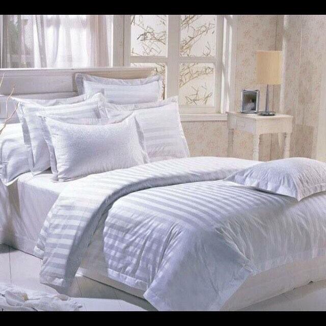 At Bed At Home ชุดผ้าปูที่นอน ผ้าซาติน ลายริ้วขาว