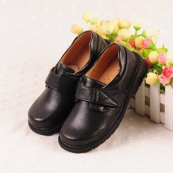 เด็กชายรองเท้าประสิทธิภาพของนักเรียนรองเท้าสีดำ