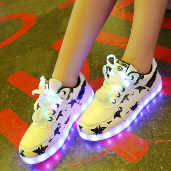 คนรักรองเท้าแสงขึ้นที่มีสีสันแฟลชรองเท้าเกาหลีชายรองเท้า (สีดำและสีขาว)