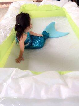 ชุดว่ายน้ำนางเงือกสำหรับเด็กแบบผ้ายืดเกร็ด เซ็ต 2 ชิ้น และ สร้อยไข่มุก (สีฟ้า)