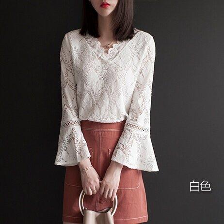 หลวมฮอร์นเกาหลีแขนคอวีแขนยาวเสื้อลูกไม้ (สีขาว)