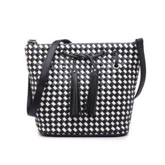 ต้องการขาย กระเป๋าสะพายข้างหนัง รุ่น st825 (สีขาว/ดำ)