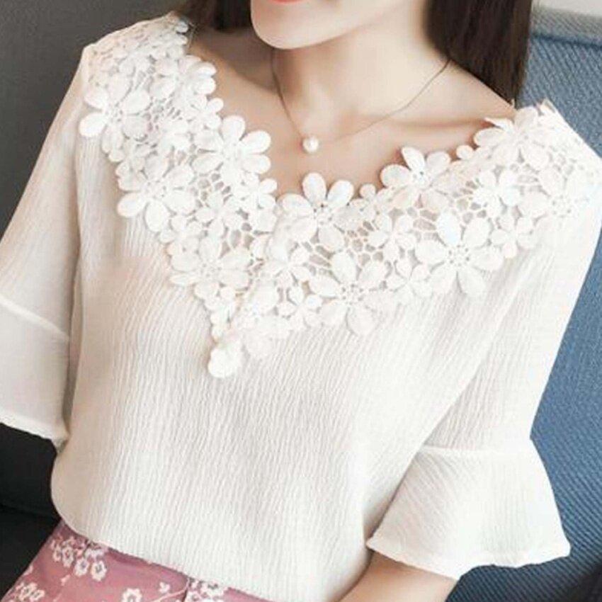 เสื้อคอวี ลูกไม้ แขนสั้น(สีขาว) Victoria Lady A011