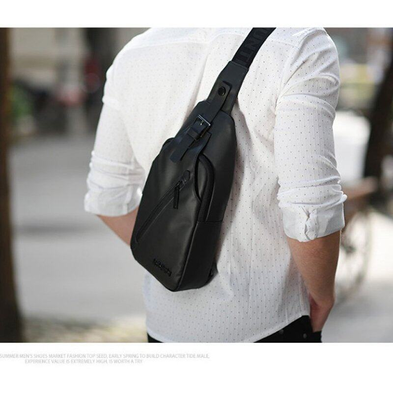 กระเป๋าสะพายข้าง พาดลำตัวสีดำ ผู้ชาย รุ่นXB13006 (สีดำ)