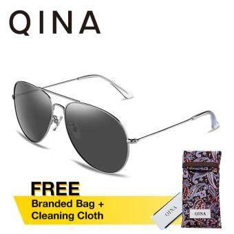 QINA แว่นกันแดดโพลาไรซ์สำหรับผู้ชาย กรอบทรงนักบินสีเงินเลนส์ป้องกันรังสี UV400 สีเทา QN3526