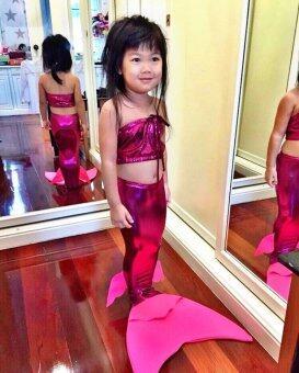 ชุดว่ายน้ำนางเงือกสำหรับเด็กแบบผ้ายืดเงา เซ็ต 2 ชิ้น และ สร้อยไข่มุก (สีชมพูเข้ม)